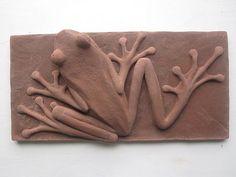 frog Ceramic Wall Art, Ceramic Clay, Tile Art, Paper Mache Sculpture, Wood Sculpture, Pottery Sculpture, Red Eyed Tree Frog, Frog Art, Pottery Techniques