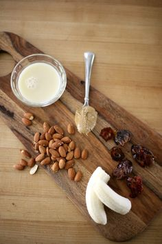 Healthy Almond Date Smoothie Recipe — my.life.at.playtime.