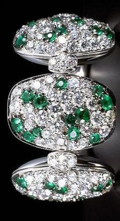 "De Grisogono ""Bague Zuccero"" White Diamond Pave / Emerald Rotating Ring in 18K White Gold"
