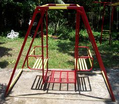 We had one of these swings when I was little....loved it...