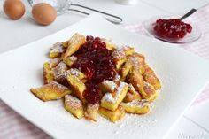 Il Kaiserschmarrn è una sorta di frittata dolce,un dolce tipico austriaco, una via di mezzo tra una crepe ed un pancake, lo strato è più spesso e