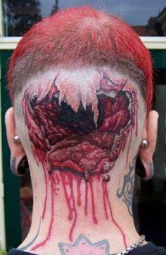 #inked #ink #tattoo #tattoos #tats #inkedmag Ah, dégueu ! Mais quelle idée a eu cette fille?