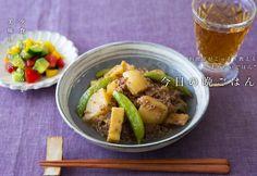 挽肉を使うことでジャガイモにコクのある旨味がよくからみ、一体感のある美味しさに。油揚げを入れるのもポイント!