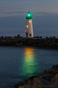 E quando guardo il mare, penso al tuo essere faro, porto e bussola della mia vita. Io che ti navigo dentro, come un pesce d'argento.  Tanya Bì ©
