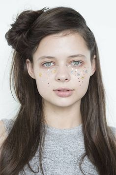 The Top Hair and Makeup Trends from New York Fashion Week - Spring 2015 Beauty Trends - Elle Greasy Hair Hairstyles, 2015 Hairstyles, Skin Makeup, Beauty Makeup, Hair Beauty, Top Beauty, Latest Makeup Trends, Beauty Trends, Makeup Inspiration