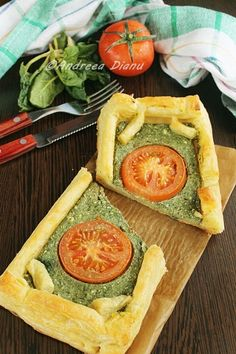 Spinach and Cheese Tarts Cheese Tarts, Camembert Cheese, Romanian Food, Romanian Recipes, Spinach And Cheese, Appetizers, Pizza, Apple, Health