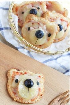bear pizzas cute food for kids Cute Food, Good Food, Yummy Food, Toddler Meals, Kids Meals, Baby Food Recipes, Cooking Recipes, Yummy Recipes, Snacks Für Party