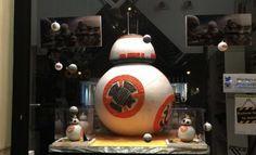 La espectacular Mona Star Wars de la pastelería Escribà de Barcelona. Fuente de la imagen, tweet de SD Toys, empresa que ha colaborado en el display del escaparate. Para ver el tweet original, clic aquí https://twitter.com/sdtoys/status/710386128004751360