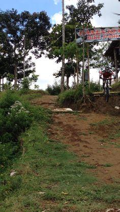 first drop at #panenjoan #downhill #bike park