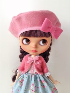 Cette liste est pour une robe de tenue mignonne tea party. Le costume comprend : Robe de tissu de coton fantaisie jolie fleur. Jupon blanc orné de