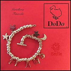Ti amo ❤ • Bracciale Dodo granelli in argento con letterine (€130 ognuna), stella e luna in diamanti bianchi (€625 ognuna), stellina in rubini (€530), stellina in diamanti neri (€360) • #solodaFenocchi #ilMioDodoèDifferente #vadodaFenocchi #gioielleriafenocchi #bracialet #argento #granelli #bracciale #charm #ciondoli #diamond #diamanti #diamante #brillante #brillanti #stella #starfish #dodopomellatolove #dodopomellato #DodoJewels #dodopomellatolove #amore #love #cuore#sanbenedettodeltronto…