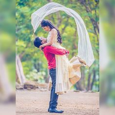 20 Beautiful Pose Ideas For Pre-Wedding Shoot - ArtsyCraftsyDad Pre Wedding Poses, Pre Wedding Shoot Ideas, Wedding Couple Poses Photography, Wedding Couple Photos, Indian Wedding Photography, Pre Wedding Photoshoot, Wedding Couples, Couple Shoot, Wedding Shot