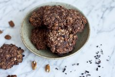 Black Bean Cookies with Cacao Nibs and Pecans Pecan Recipes, Sweets Recipes, Cookie Recipes, Diet Desserts, No Bake Desserts, Healthier Desserts, Black Bean Cookies, Raw Cacao Nibs, Organic Chocolate