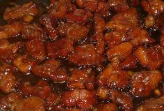 Echt een heerlijke babi ketjap, lekker zoet en toch wat pittig. Dit is echt heel snel te maken, geen moeilijke kunstjes. Dit wordt in Indonesië veel gegeten met sajoer boontjes als bijgerecht en over de witte rijst. Heerlijke, snelle, Indonesische maaltijd die er bovendien nog leuk uitziet ook. De ingrediënten zijn ruim voldoende voor 4 …