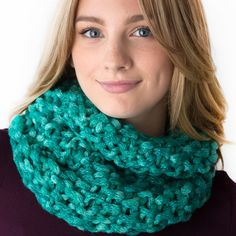Turquoise Chic Cowl Free Pattern -  Made on a Zippy Loom!