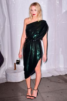 Margot Robbie just put a very cool spin on the sequin dress - HarpersBAZAARUK