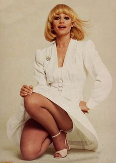 Pantyhose Catalog - The Source of Pantyhose Seventies Fashion, 70s Fashion, Vintage Fashion, Vintage Style, Tan Pantyhose, Pantyhose Outfits, Nylons, Girl Crushes, Hot Poses