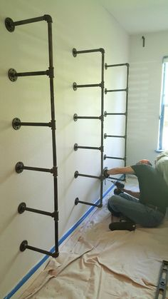 DIY Industrial Pipe Shelves are an easy weekend project that require no special . : DIY Industrial Pipe Shelves are an easy weekend project that require no special skills. Here is a budget-friendly step-by-step guide to make your own. Diy Closet, Furniture Diy, Bookshelf Design, Easy Weekend Projects, Home Design Diy, Home Decor, Bookshelves Diy, Industrial Bookshelf, Industrial Home Design