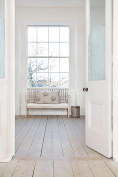Wood Floor Edging Ideas, Laminate Flooring Transition Ideas and Pics of Choosing Living Room Flooring. Modern Country, Modern Rustic, Rustic Wood, Country Style, Home Living, My Living Room, Living Spaces, Floor Edging, Transition Flooring