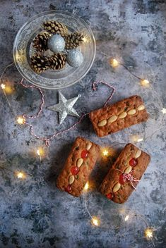 Mary Berry's mincemeat loaf cakes are a perfect easy bake for Christmas! Boiled Fruit Cake, Fresh Fruit Cake, Fruit Cakes, Fruit Birthday Cake, Fruit Wedding Cake, Mincemeat Cake, Christmas Cake Designs, Christmas Cakes, Christmas 2019