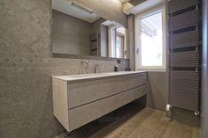 Fade Deco Piedra decorates this bathroom with a trendy design. Project by ECO DESIGN Italy