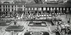 Plaza de Bolívar, antes de 1948. Allí se estacionaban vehículos de servicio público y particulares. Las fuentes eran elemento obligado en los parques.