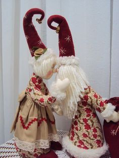 Brenda Monroe's media content and analytics - Salvabr Scandinavian Christmas Ornaments, Nordic Christmas, Christmas Mantels, Christmas Sewing, Christmas Gnome, Primitive Christmas, Christmas Art, Christmas Projects, Xmas
