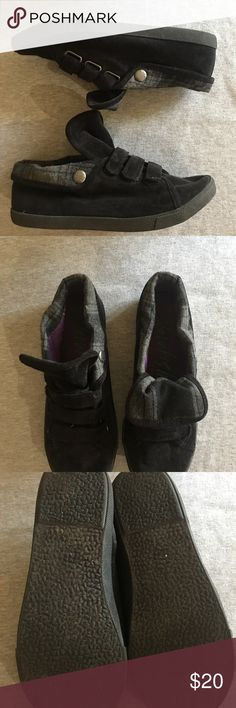 Black and Flannel Blowfish Blowfish, sz 8.5, black and flannel shoes with accents of purple inside. Tongue of shoe can be worn down to show flannel or can be popped up for a trendy look. Great for the fall and winter season coming up! Blowfish Shoes