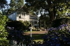 Victorian Gardens Bed and Breakfast, Kent, Seattle, WA