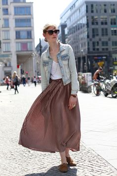 DressUpJess: Pleated Skirt, Street Style- Berlin