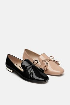Tasseled patent slippers with bow – Shoes Loafers Outfit, Tassel Loafers, Loafer Shoes, Shoes Sandals, Brogues, Brown Loafers, Bow Shoes, Bow Flats, Mens Slippers