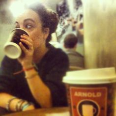Sono libere queste sedie? #arnoldcoffee #caramelmacchiato #milano #heysoulsister #lombardia #italy #igersitalia #europe #world #vialattea #universe @effedi87 - @jovalive- #webstagram