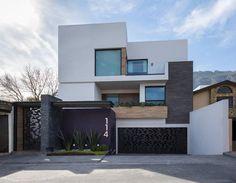 Fachada: Casas de estilo moderno por URBN #CasasModernas
