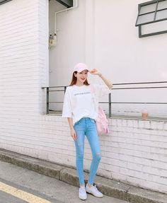 Korean Daily Fashion- Different ways to style with Caps . Korean Fashion Trends, Korean Street Fashion, Korea Fashion, Fashion Tips For Women, Asian Fashion, Girl Fashion, Fashion Outfits, Womens Fashion, Fashion Design