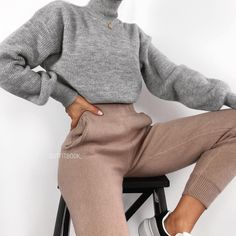 Jogger pants are life 💭😍😍 🔎 Pant - Marry Ko. - Aurora - Jogger pants are life 💭😍😍 🔎 Pant - Marry Ko. Jogger pants are life 💭😍😍 🔎 Pant - - Winter Fashion Outfits, Fall Winter Outfits, Look Fashion, Autumn Fashion, Ski Fashion, Fashion Women, Sporty Fashion, Classy Fashion, Fasion