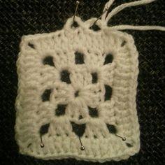 DAMER-for faen - En skikkelig kjærringblogg, rett og slett.. Skrevet av tvillingene Line og Gro. Beanie, Crochet, Hats, Hearts, Hat, Chrochet, Beanies, Crocheting, Knits
