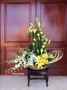 Church Flower Arrangements, Arrangements Ikebana, Tall Floral Arrangements, Contemporary Flower Arrangements, Altar Flowers, Church Flowers, Beautiful Flower Arrangements, Funeral Flowers, Unique Flowers