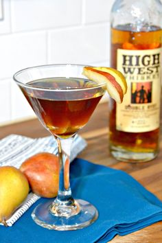 Spiced Pear Manhattan with Brown Sugar Simple Syrup #cocktails #drinks #manhattan #simplesyrup #recipe #whiskey #pears
