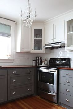 Choosing two tone kitchen cabinets makes it possible to endanger on the kitchen style! Two tone kitchen cabinets-- jazzing up residences. Two Tone Kitchen Cabinets, Upper Cabinets, Kitchen Paint, Kitchen Redo, New Kitchen, Kitchen Ideas, Grey Cabinets, Design Kitchen, Kitchen Storage