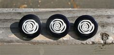 """3 Vintage 1980s Navy & White Rose Buttons 1"""" #vintagebuttons #buttonitupvintage"""