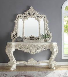 Royal Furniture, Italian Furniture, Furniture Design, Luxury Home Furniture, Traditional Console Tables, White Console Table, Upholstered Chairs, White Wood, Victorian Fashion