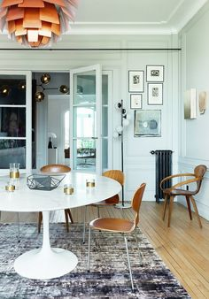 A Chic Yet Casual Dining Room