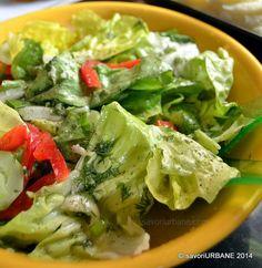 reteta salata verde cu dressing simplu Romania Food, Lettuce, Chili, Salads, Dressing, Vegetables, Romanian Recipes, Blue Cheese, Kitchens