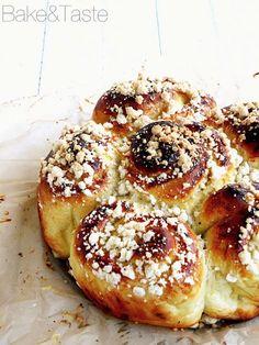 Sweet cheese buns / challah