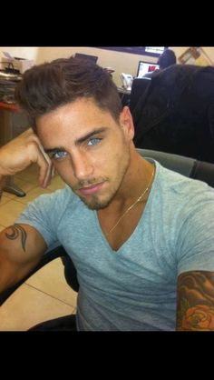 Guys with dark hair and blue eyes ;)-like my husband drop dead lovely blue eyes. Gorgeous Eyes, Pretty Eyes, Amazing Eyes, He's Beautiful, Beautiful Images, Blue Eyed Men, Men With Blue Eyes, Hommes Sexy, Attractive Men
