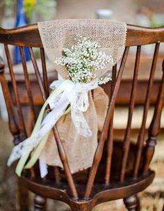 Bouquet champêtre pour décorer les chaises