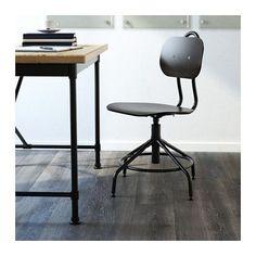 KULLABERG Chaise pivotante IKEA Un siège de bureau inspiré du style industriel classique mais avec des fonctions modernes.
