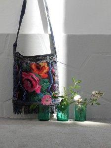 Sac en toile Bohème, broderie de fleurs. Shoulder bag.