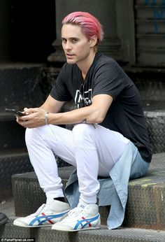 Jared Leto ditches eclectic style for a statement T-shirt while out in NYC | Daily Mail Online
