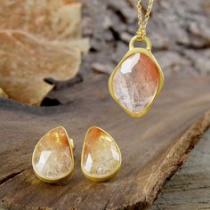 Embers Gemstone Jewellery 18k Gold Amber Rutilated Quartz Jewellery... (1.675 NOK) ❤ liked on Polyvore featuring jewelry, yellow gold jewelry, rutilated quartz jewelry, 18 karat gold jewelry, gem jewelry and 18k gold jewelry